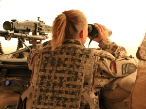 Frauen dürfen bei der Bundeswehr lange Haare tragen, Männer nicht