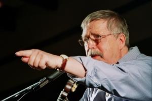 Wolf Biermann bei einem Konzert (Bild: BStU)